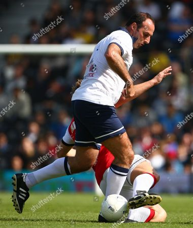 Football - Football 40 - London Legends Cup Ray Parlour of Arsenal challenges Ramon Vega of Tottenham at Craven Cottage
