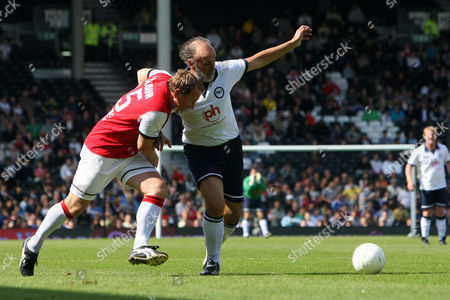 Football - Football 40 - London Legends Cup Ricky Villa of Tottenham battles with Ray Parlour Arsenal at Craven Cottage