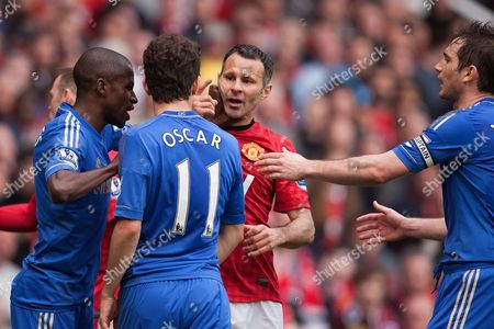 Football - 2012 / 2013 Premier League - Manchester United vs Chelsea Ryan Giggs of Manchester United squares up to Oscar of Chelsea at Old Trafford