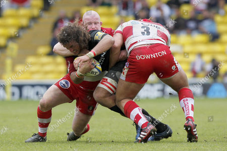 Rugby Union - AVIVA Premiership Play-Off - Saracens vs Gloucester Gloucester's Paul Doran-Jones and Gloucester's Scott Lawson tackle Jacques Burger of Saracens at Vicarage Road