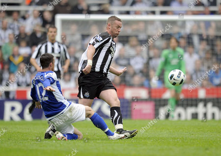 Football - Premier League - Newcastle United vs Birmingham City Kevin Nolan (Newcastle United) gets in the way of a clearance from Barry Ferguson (Birmingham City) at St James' Park