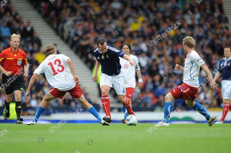 Football - Euro 2012 Qualifier - Scotland vs Czech Republic Charlie Adam (Scotland) goes past two Czech players at Hampden Park
