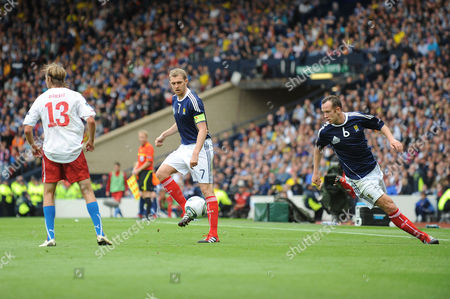 Football - Euro 2012 Qualifier - Scotland vs Czech Republic Charlie Adam (Scotland) overlaps to receive the pass from Darren Fletcher (Scotland) at Hampden Park