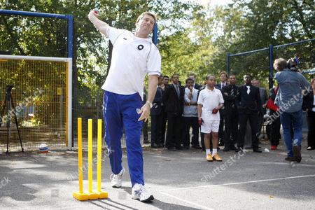 Cricket - Lord's Taverners fast bowlers - School Kids training session Australian Cricket legend Glen McGrath joins in a cricket training session with the boys at Archbishop Tenison's School Kennington