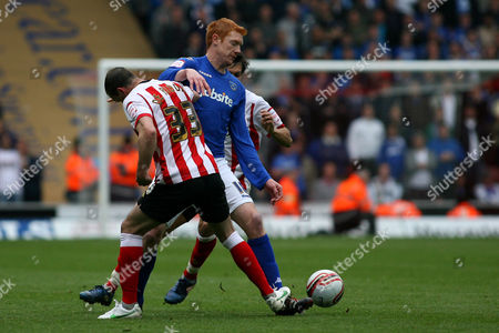 Football - Championship - Southampton vs Portsmouth Dave Kitson of Portsmouth gets crowded out by Southampton's Steve De Ridder and Southampton's Jack Cork