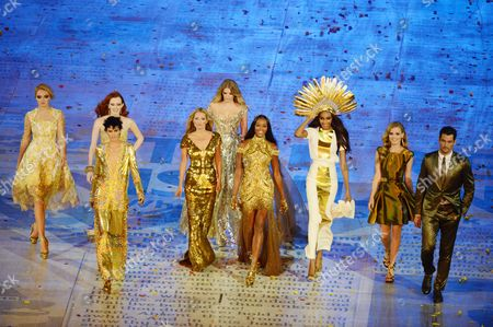 London Olympics 2012 : Closing Ceremony The height of British fashion Left to R Lily Cole Karen Elson (Back)Stella Tennant (front) Kate Moss Lily Donaldson (back) Naomi Campbell Jourdon Dunn Georgia May Jagger (wearing a Victoria Beckham dress and David Gandy