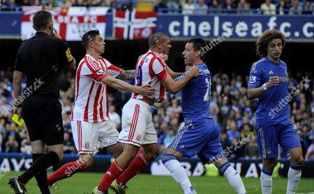 Football - Premier League Chelsea vs Stoke City John Terry Jonathan Walters and David Luiz fight