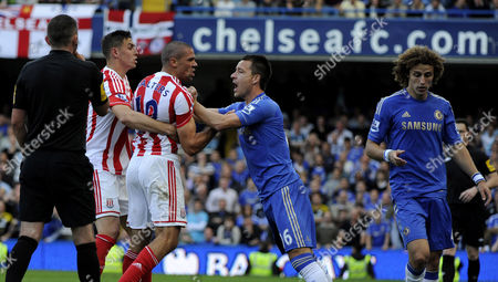 Football - Premier League Chelsea vs Stoke City Jonathan Walters John Terry and David Luiz fight