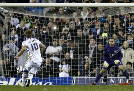 Football - 2012 / 2013 Capitol One Cup - Fourth Round: Leeds United vs Southampton Leeds' Luciano Becchio scores a penalty to seal the win at Elland Road