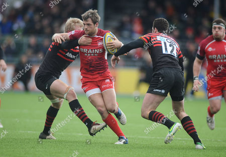 Rugby Union - 2012 / 2013 Aviva Premiership - Saracens vs London Welsh Seb Jewell - London Welsh on the charge at Allianz Park