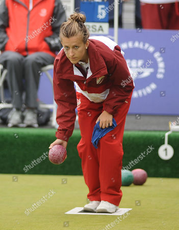 Lawn Bowls - 2014 Glasgow Commonwealth Games - Day Nine Women's Pairs Final: England vs South Africa England's Natalie Melmore on the way to winning silver at Kelvingrove Lawn Bowls Centre