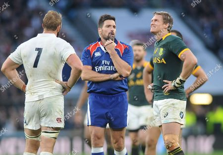 Rugby Union - 2014 Autumn Internationals - England vs South Africa England captain Chris Robshaw and Jean de Villiers in discussion with Referee Steve Walsh at Twickenham