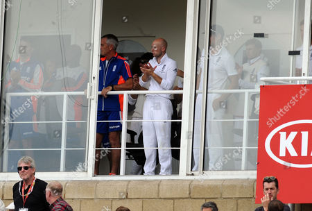 Cricket - 2015 Australia Tour of England - Fifth Ashes Test at The Oval A Tribute to Broadcaster Richie Benaud during the afternoon tea session is applauded by the England Cricket team from the Pavillion of the first day's play