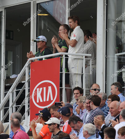 Cricket - 2015 Australia Tour of England - Fifth Ashes Test at The Oval A Tribute to Broadcaster Richie Benaud during the afternoon tea session is applauded by the Australian Cricket team from the Pavillion of the first day's play
