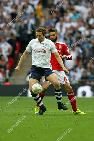 Football - 2015 League One Play-Off Final - Preston North End vs Swindon Town Kevin Davies of Preston holds the ball up after coming on as a sub at Wembley Stadium