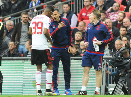 Football - 2016 FA Cup Final - Crystal Palace vs Manchester United Manchester United coach Ryan Giggs talks with Marcus Rashford at Wembley Strength and conditioning coach Gary Walker right