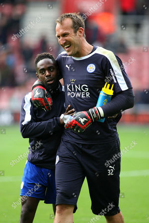 Football - 2015 / 2016 Premier League - Southampton vs Leicester City Leicester City's Mark Schwarzer larks around and hugs fellow Leicester City substitute Nathan Dyer at St Mary's Stadium Southampton