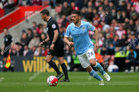 Football - 2015 / 2016 Premier League - Southampton vs Manchester City Martin Demichelis Manchester City in action at St Mary's Stadium Southampton