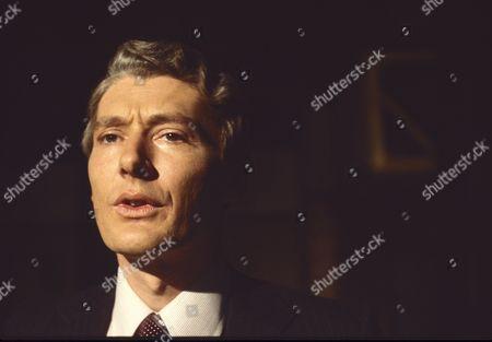 Timothy Carlton as Richard Cresswell.