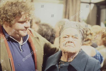 Geoffrey Hughes (as Eddie Yeats) and Violet Carson (as Ena Sharples)