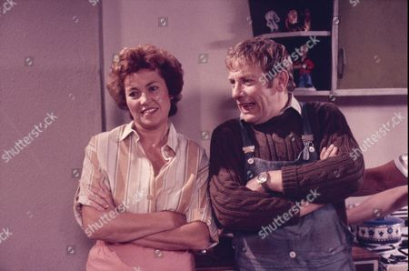 Anne Cunningham (as Linda Cheveski) and Peter Armitage (as Bill Webster)