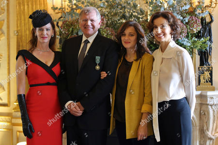 American film director Robert Zemeckis, center left, poses with his wife Leslie Harter Zemeckis, left, French Culture minister Audrey Azoulay, right, and actress Marion Cotillard, after being awarded with the order of Arts and Letters, in Paris