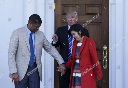 United States President-elect Donald Trump (C) greets Mayor of Sacramento, CA, Kevin Johnson (L) and former chancellor of Washington DC public schools Michelle Rhee (R), at the clubhouse of Trump International Golf Club, in Bedminster Township, New Jersey.