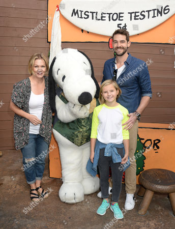 Jennie Garth, daughter Fiona Eve Facinelli and husband Dave Abrams