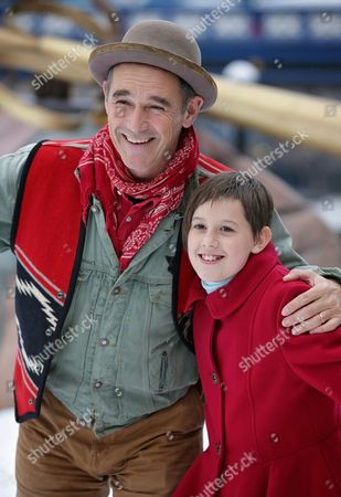 Ruby Barnhill and Mark Rylance