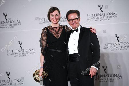 Christiane Paul and Peter Scolari