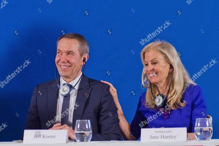 Jeff Koons, USA Ambassador to France Jane D. Hartley