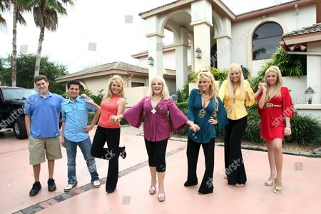 Audreys sons Adam and David, Audrey Landers, Ruth Landers, Judy Landers and daughters Kristy and Lindsey