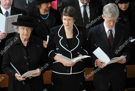 Lady June Hillary, Helen Clark and husband Peter Davis