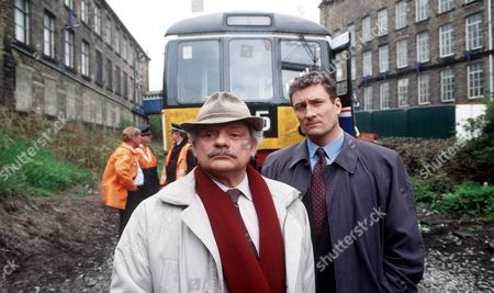 'A Touch of Frost'   TV  Pictured:  David Jason as Frost and Nigel Harrison as Dci Peters.