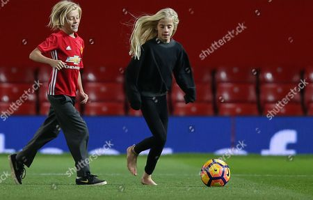 HENRY MODER AND HAZEL MODER   [JULIA ROBERTS CHILDREN] ON MANCHESTER UNITED PITCH AFTER THE MATCH PLAYS FOOTY