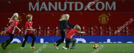HENRY MODER AND HAZEL MODER AND PHINNAEUS MODER  [JULIA ROBERTS CHILDREN] ON MANCHESTER UNITED PITCH AFTER THE MATCH PLAYS FOOTY