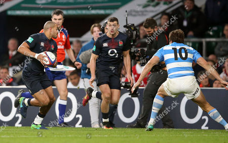 Jonathan Joseph of England (L) prpares to pass to Jonny May of England who then scores a 2nd half try in the corner - Juan Martin Hernandez of Argentina is right  during England v Argentina, Old Mutual Wealth Series, Twickenham Stadium, London on 26th November 2016
