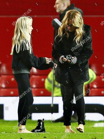 Julia Roberts changing her boots on the pitch after the match with daughter Hazel Moder