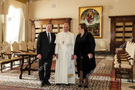 Prime Minister of Ireland Enda Kenny with Pope Francis and wife Fionnuala O'Kelly