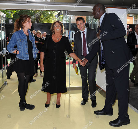 Stock Image of 'Fire in Babylon' European Premiere at the Odeon Leicester Square Ben Goldsmith with His Wife Kate and Mother Lady Annabel Goldsmith with Joel Garner