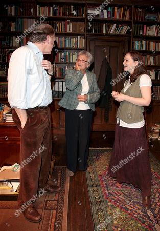 Educating Rita at Trafalgar Studios Julie Walters Meets the Cast of Educating Rita Tim Pigott Smith and Laura Dos Santos Backstage After the Performance