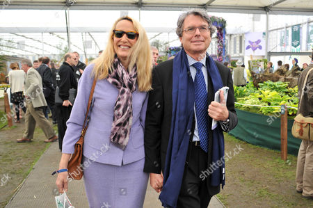 Rhs Chelsea Flower Show Press Preview Day at the Royal Hospital Chelsea Jerry Hall with Her Partner Warwick Hemsley