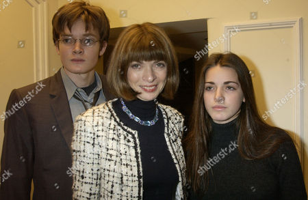 2002 Evening Standard Theatre Awards at the Savoy Hotel Anna Wintour with Her Daughter Bee Shaffer and Son Charles Shaffer