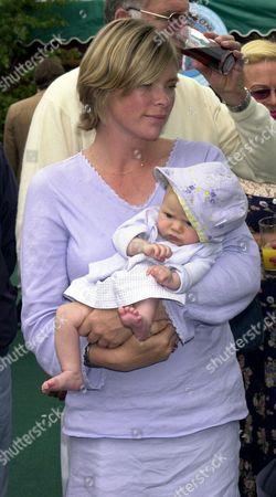 Deborah Leng with her 9 week old daughter Lola Daisy May Leng Taylor