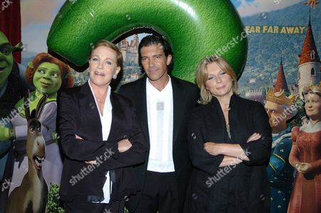 Uk Premiere of Shrek 2' at the Empire Leicester Square Dame Julie Andrews Jennifer Saunders & Antonia Banderas