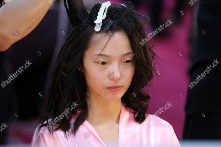 Xiao Wen Ju backstage