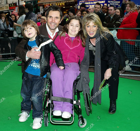 'Yogi Bear in 3d' Uk Gala Screening in Association with the Variety Club Children's Charity at the Vue Cinema Leicester Square Lucy Alexander with Her Husband Stewart Castledine and Their Children Kitty Rose and Leo Alexander