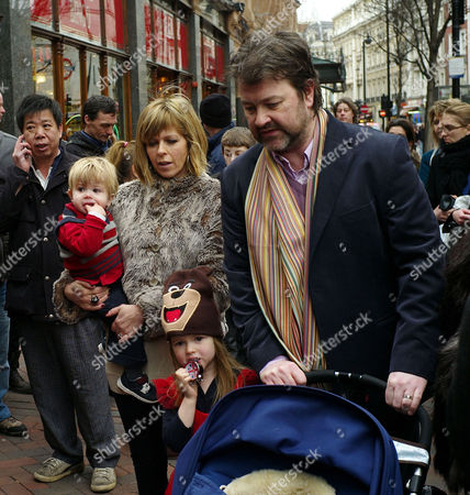 'Yogi Bear in 3d' Uk Gala Screening in Association with the Variety Club Children's Charity at the Vue Cinema Leicester Square Kate Garraway with Her Husband Derek Draper Daughter Darcey and Son William