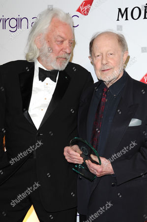 32nd Critics Circle Awards at the Bfi Southbank - Press Room Donald Sutherland Présents Nicolas Roeg with the 'Dilys Powell Award' For Excellence in Film