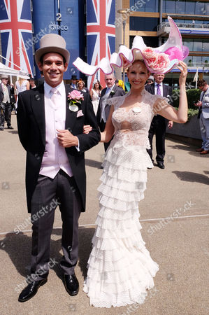 Stock Image of First Day of Royal Ascot at Ascot Racecourse Berkshire Michael Tanaka with His Wife Anneka Tanaka-svenska